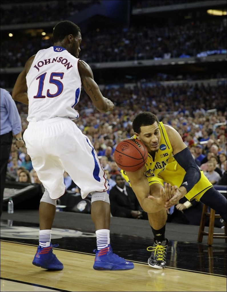 NCAA-Michigan-Kansas-Basketball-Elijah