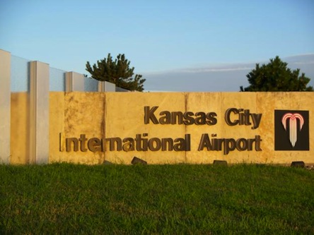 1281121493_109302952_2-pictures-of-kansas-city-hotel-airport-shuttle-taxi-mci-kci-call-now-8163597635-1281121493
