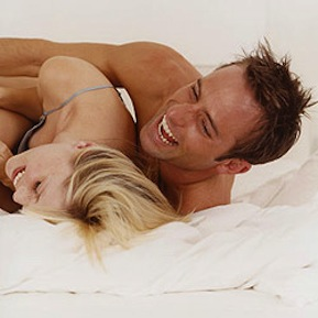 couple-laughing-in-bed-250