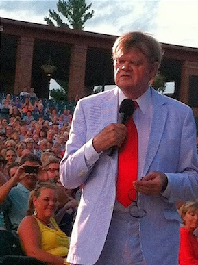 Keillor in crowd at Starlight