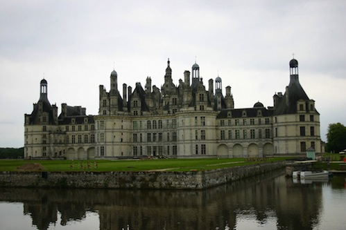 chateau-de-chambord-and-its-moat