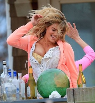 Kate-Upton-The-Other-Woman-Movie-Set-in-West-Hampton-2