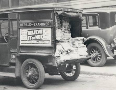 photo-chicago-herald-and-examiner-newspaper-delivery-truck-1930s