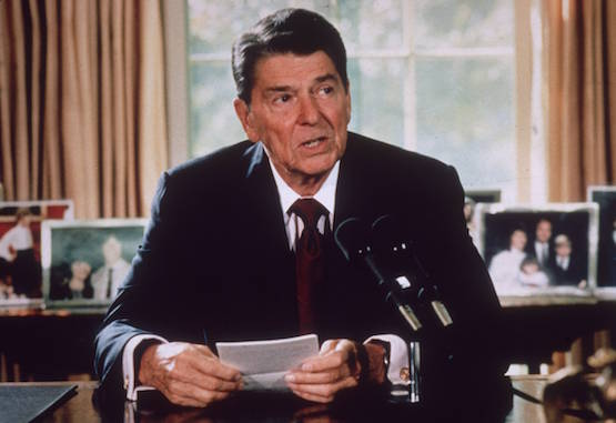 circa 1985:  American president Ronald Reagan makes an announcement from his desk at the White House, Washington DC.  (Photo by Hulton Archive/Getty Images)